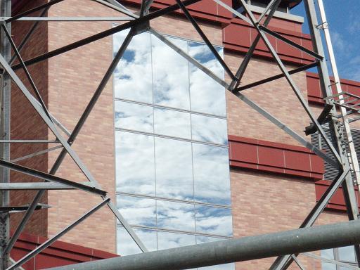 窓の中の空.jpg